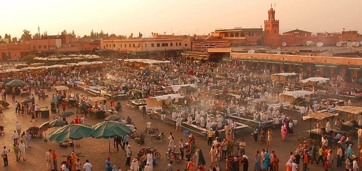 Kopje onder in de Marokkaanse cultuur op Djeema el Fna