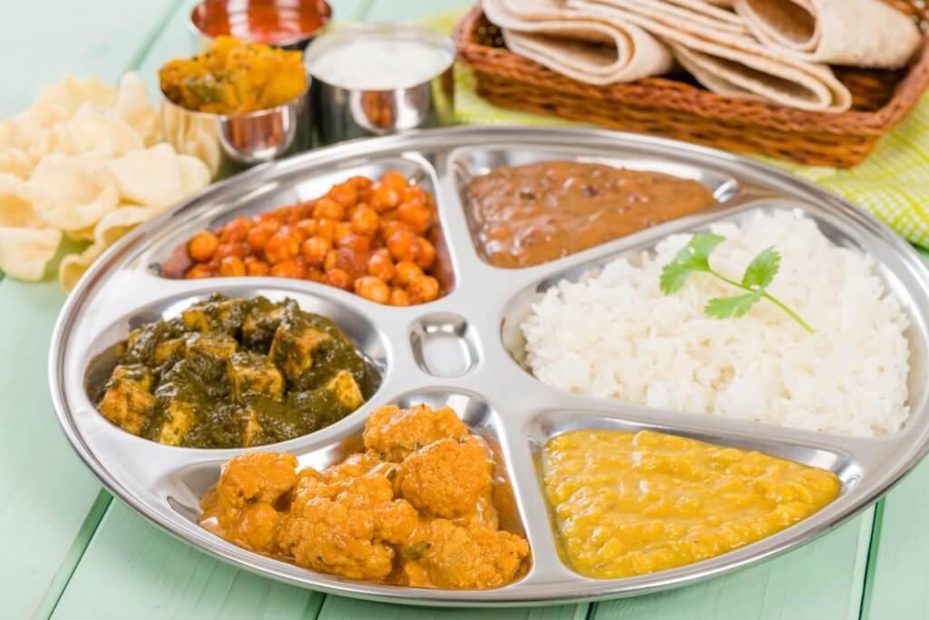 eet een thali in dehli india
