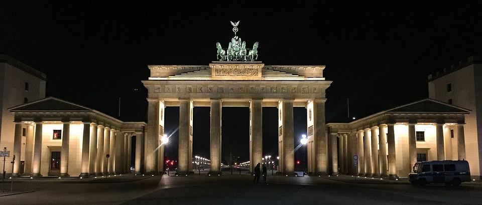brandenburger tor berlijn bij nacht