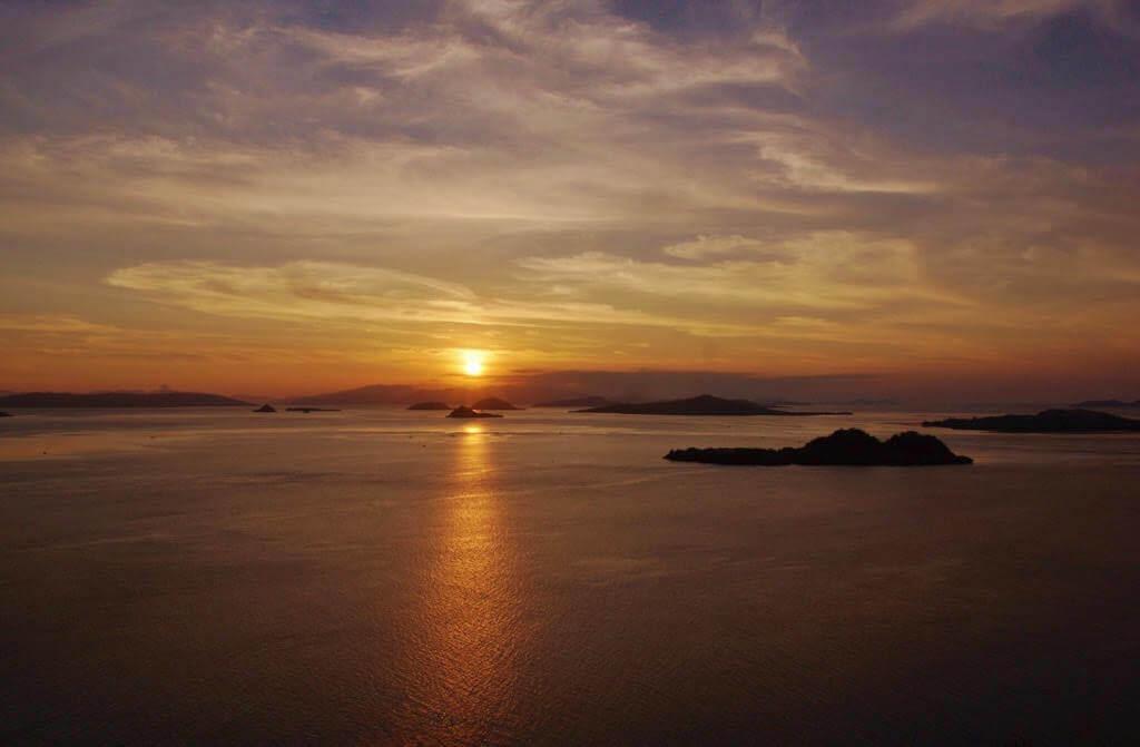 komodo national park zonsondergang
