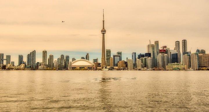 Hoe overleef je een lange tussenstop in Toronto?