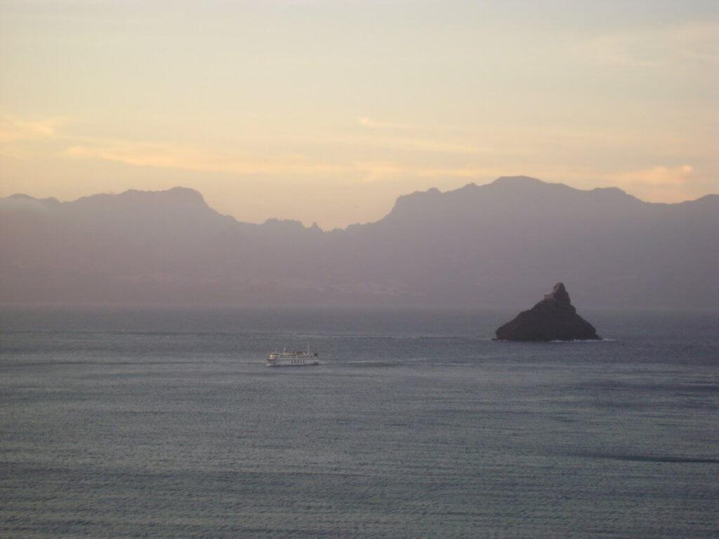 Op een ferry tussen de eilanden