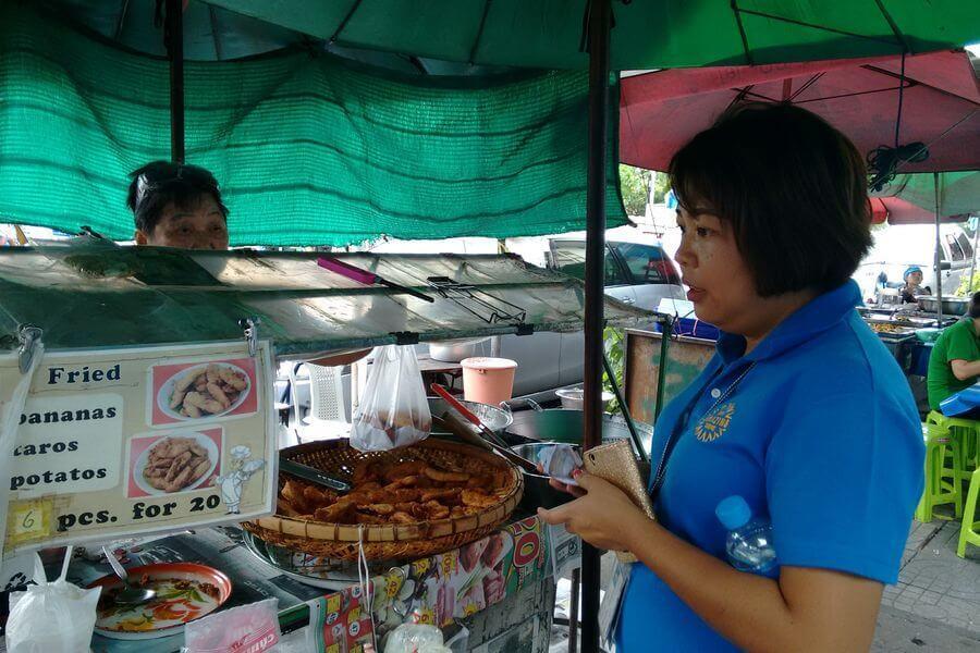 Op pad met gids Pok - Thaise snacks