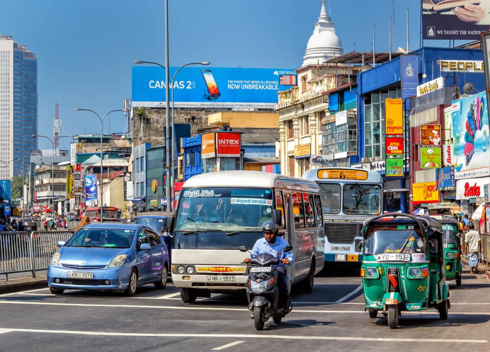 Het chaotische verkeer in Colombo, Sri Lanka