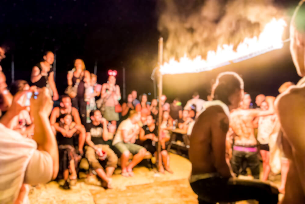 Feesten op een Full Moon Party in Thailand
