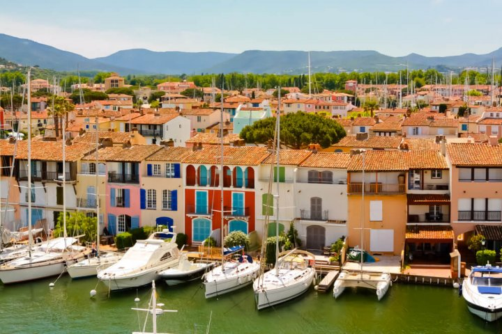 11 kleurrijke steden in Frankrijk