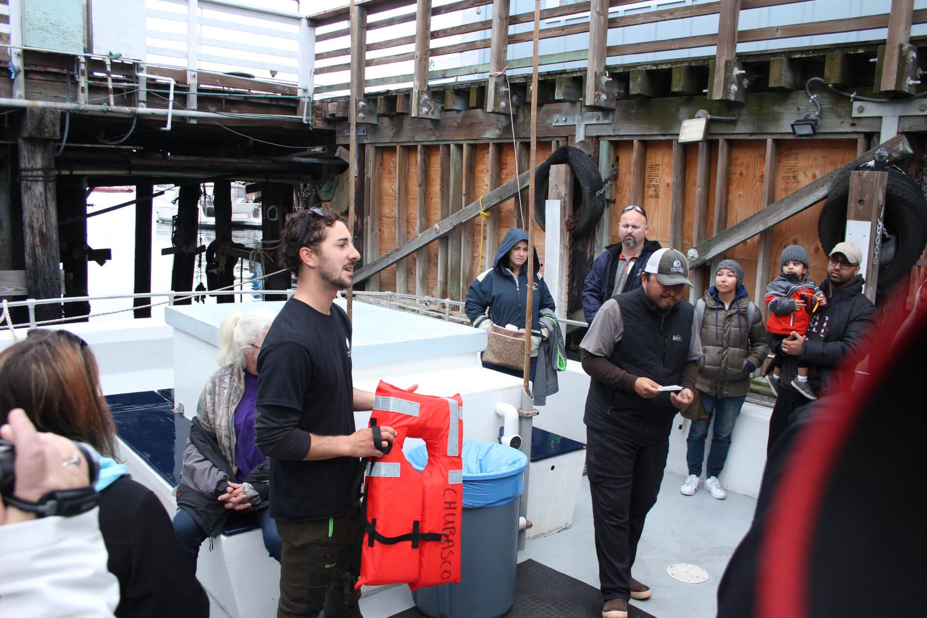 Uitleg van de gids en zeebioloog