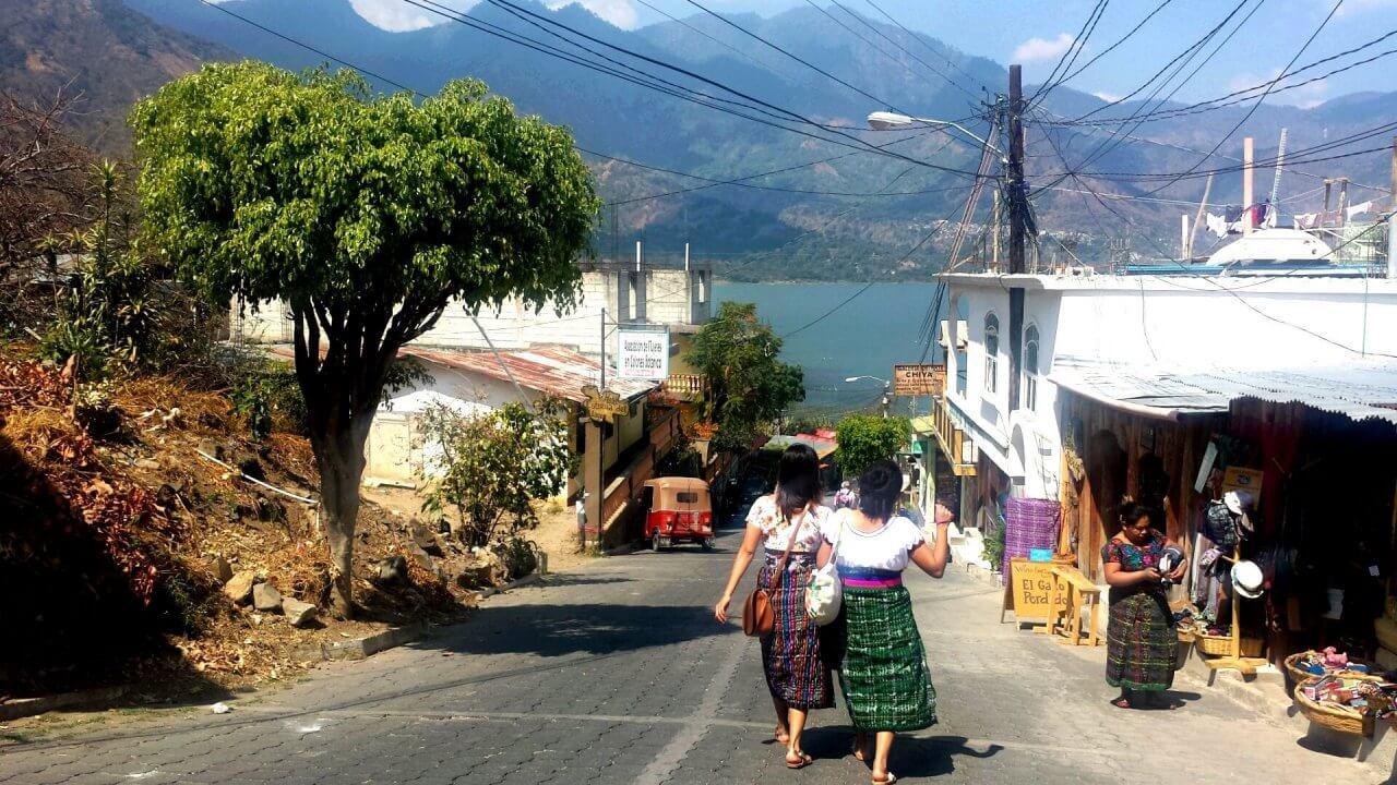 Traditionele vrouwen in San Juan de Atitlan