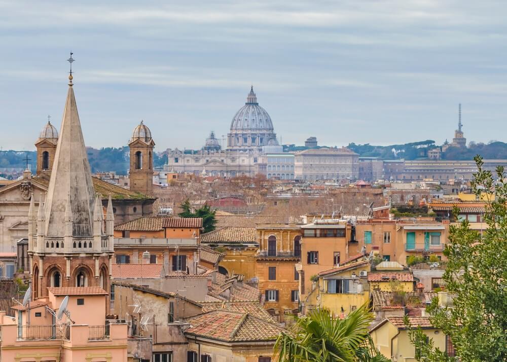Uitzicht over Rome stad, vanaf een park op een heuvel: Villa Borghese