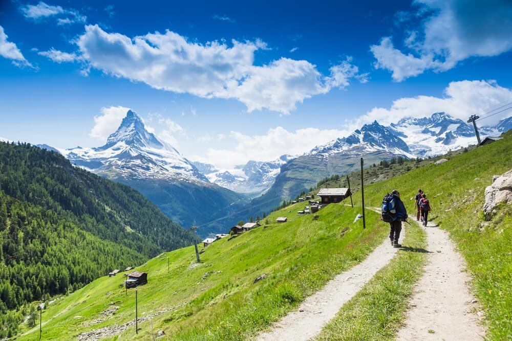 Bergwandelaars in Wallis, Zuid-Zwitserland