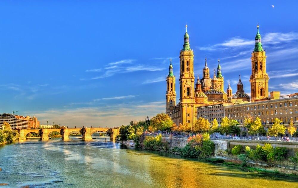 De hoofdstad van de regio Aragon: Zaragoza.