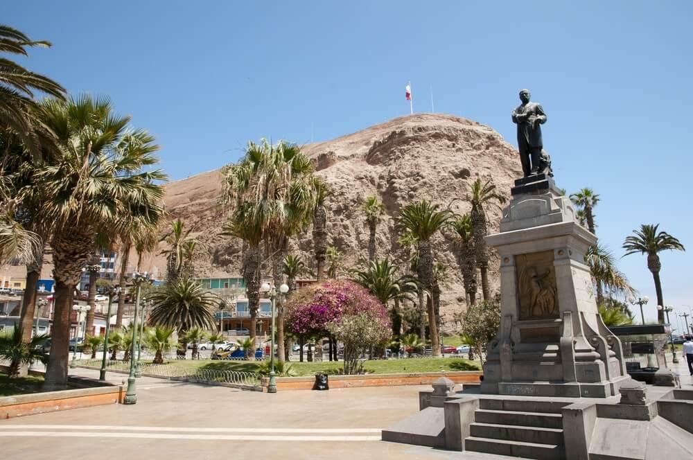 Het centrum van Arica, Chili, met op de achtergrond de beroemde heuvel.