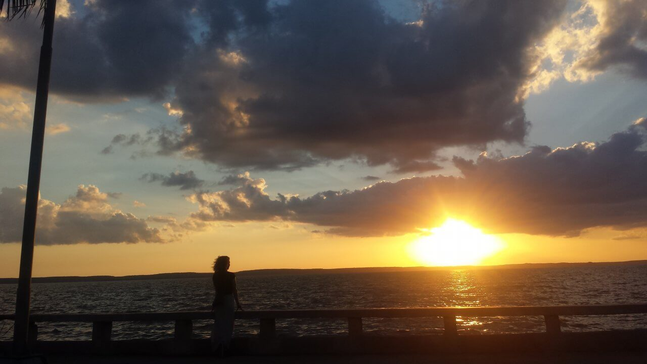 Prachtige zonsondergang aan de boulevard van Cienfuegos