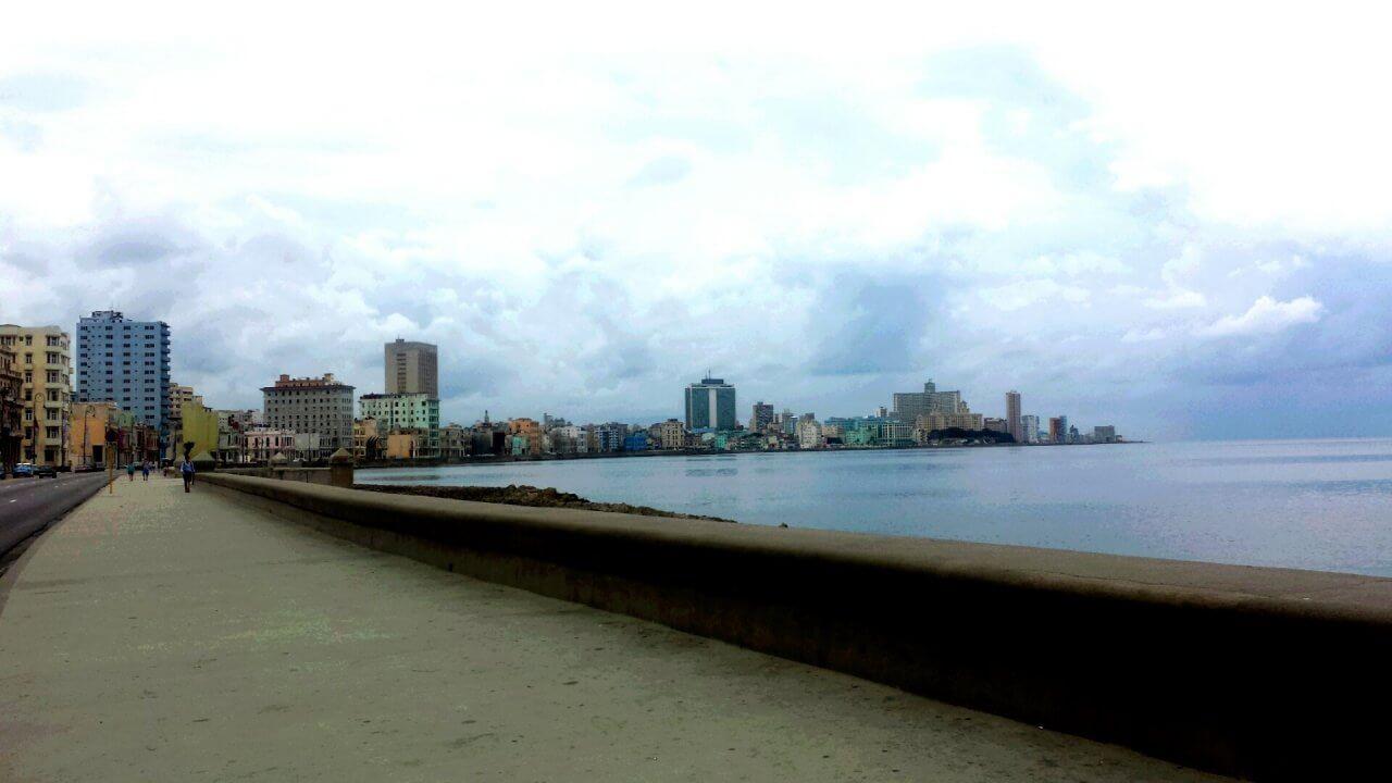 De lange boulevard Malecón, Cuba Havana