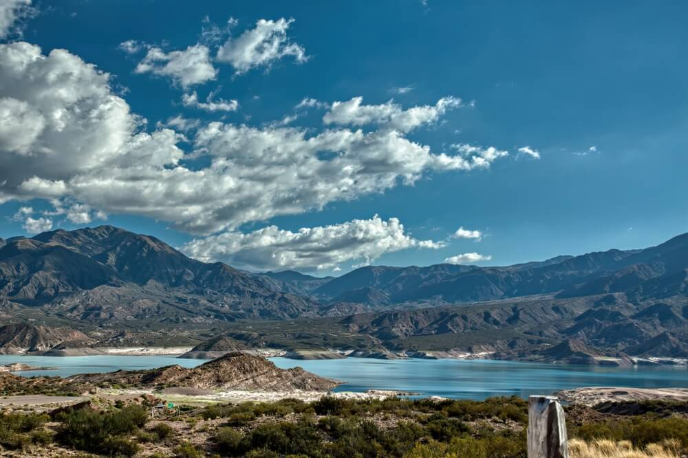 Het meer Potrerillos in Mendoza, Argentinië.