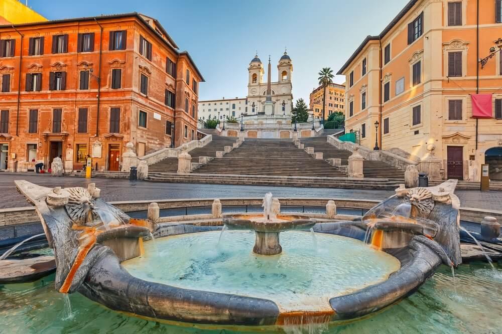 Piazza di Spagna met de Spaanse trappen op de achtergrond, Rome