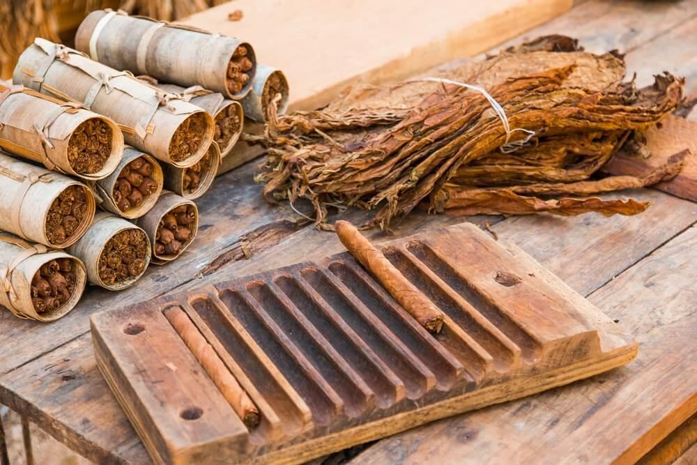 Zelf gerolde sigaren bij een tabaksplantage in Vinales