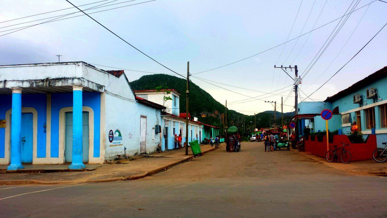 Het kleurrijke centrum van het dorpje Vinales