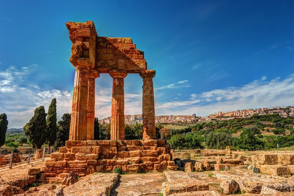 Afbeelding van de Castor tempel in de Vallei van de Tempels, Argigento Sicilië
