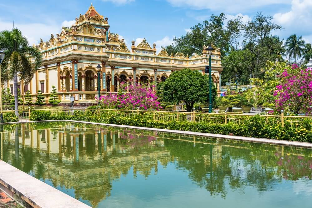 De prachtige Vinh Trang Pagoda in de Mekong Delta, Vietnam