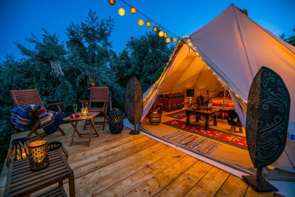 Dit is waarom luxe kamperen steeds populairder wordt in Europa