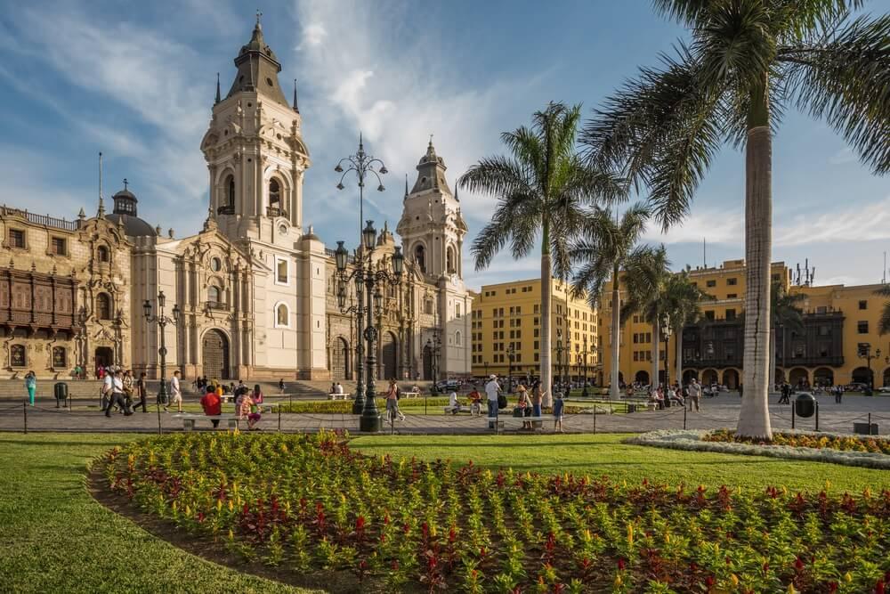Uitzicht op de kathedraal kerk en het centrale plein in de stad van Lim, Peru.