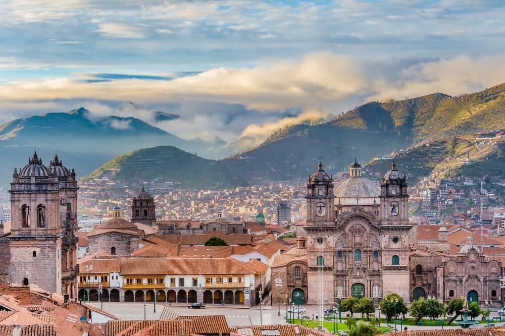 Ochtendzon opkomt op Plaza de armas, Cusco, City