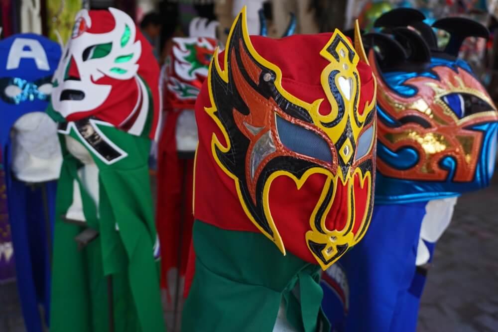 """Traditionele """"Lucha Libre"""" maskers die gedragen worden tijdens een worstel wedstrijd in Oaxaca."""