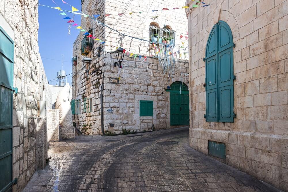 Straten van Bethlehem, Westelijke Jordaanoever, in zonnige dag.