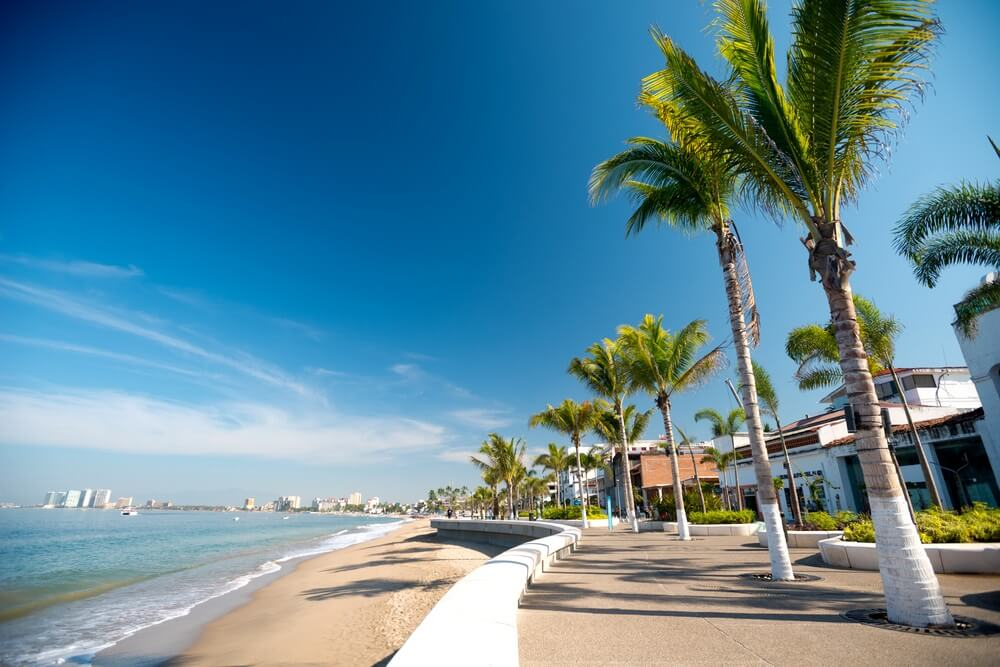 De Malecon, oftewel boulevard, in Puerto Vallarta, Jalisco, Mexico.