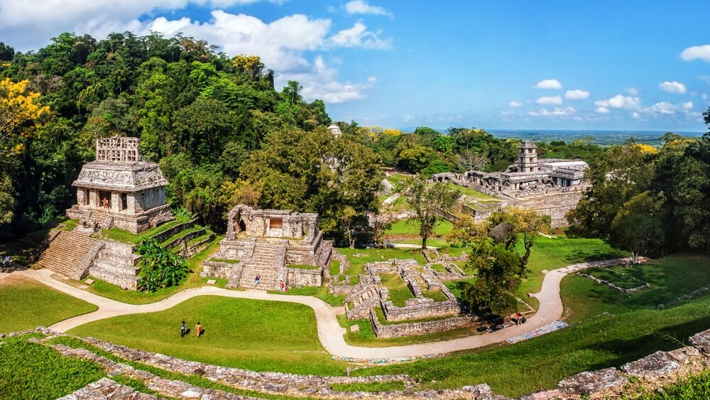 Maya-ruïnes in Palenque, Chiapas, Mexico. Paleis en observatorium. Het is een van de best bewaarde sites, die interessante architectuur bevat en is populair toeristische attractie.