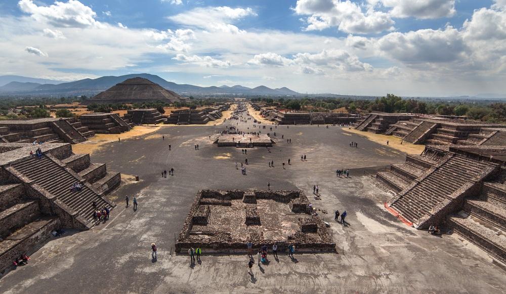 Piramide vsn Teotihuacan, Mexico.