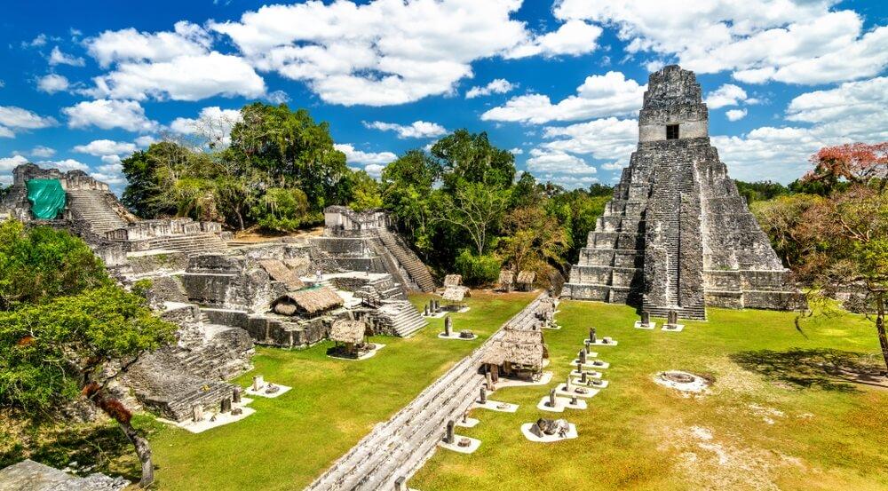 Tempel van de Grote Jaguar in Tikal. UNESCO werelderfgoed in Guatemala.