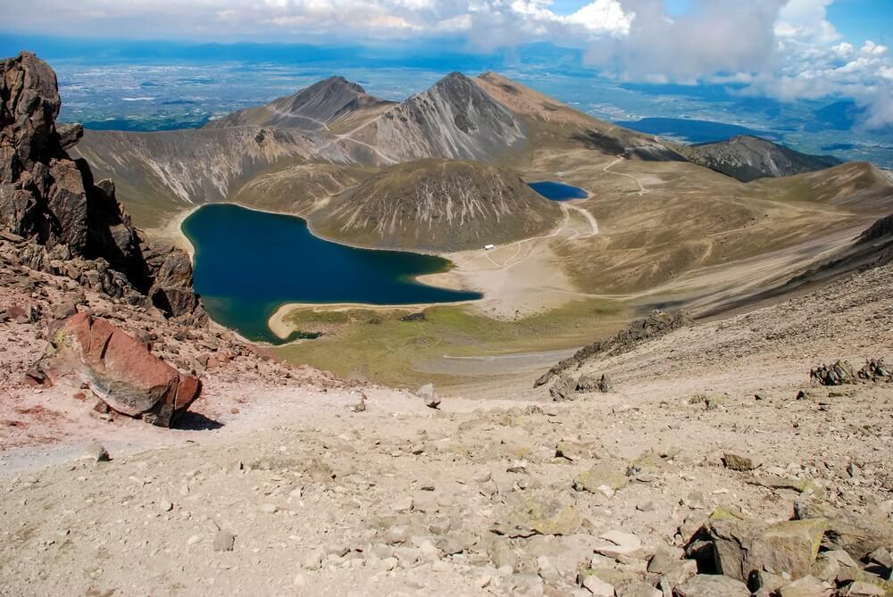 Nevada de Toluca, Mexico. Landschap met vulkanen, meren en stenen.