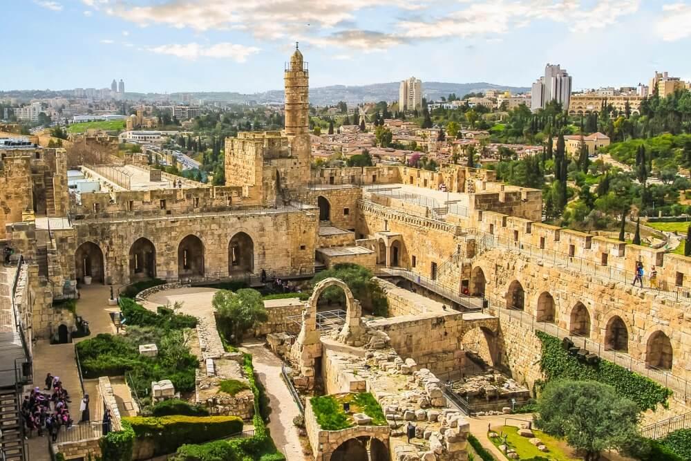 """Het panoramische uitzicht op de oude citadel """"toren van David"""" in Jeruzalem, Israël. Oude stadsmuren."""