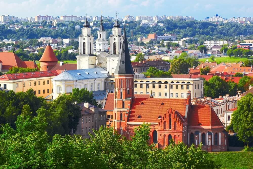 Panorama van Kaunas van Aleksotas-heuvel, Litouwen.