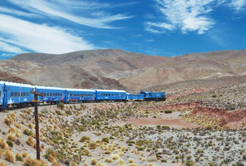 Trein naar de wolken in de provincie Salta, Argentinië. De trein oslo genaamd Tren de las Nubes is de vijfde hoogste spoorweg ter wereld.