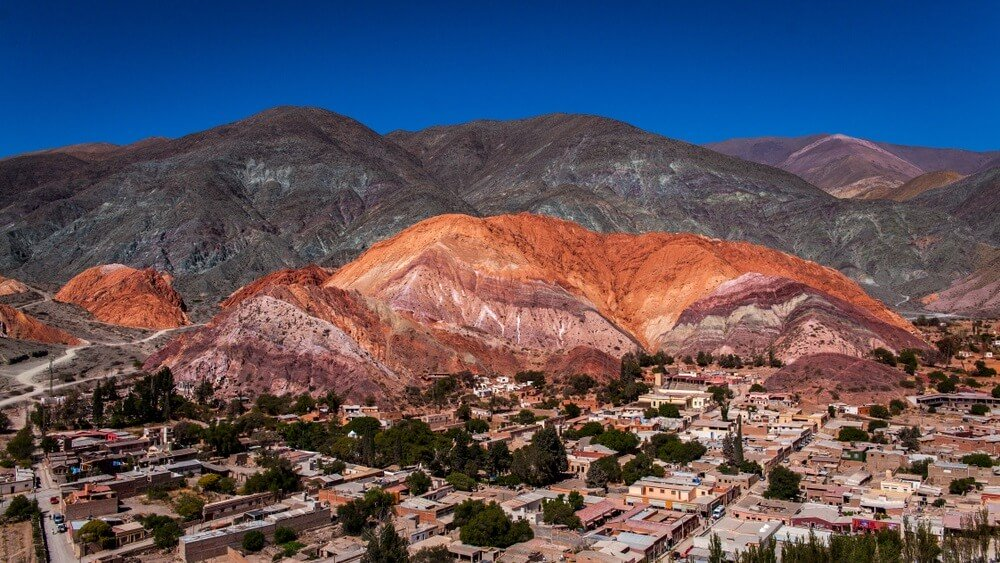 De zeven gekleurde heuvel / Cerro de los siete colores, Purmamarca, Argentinië.