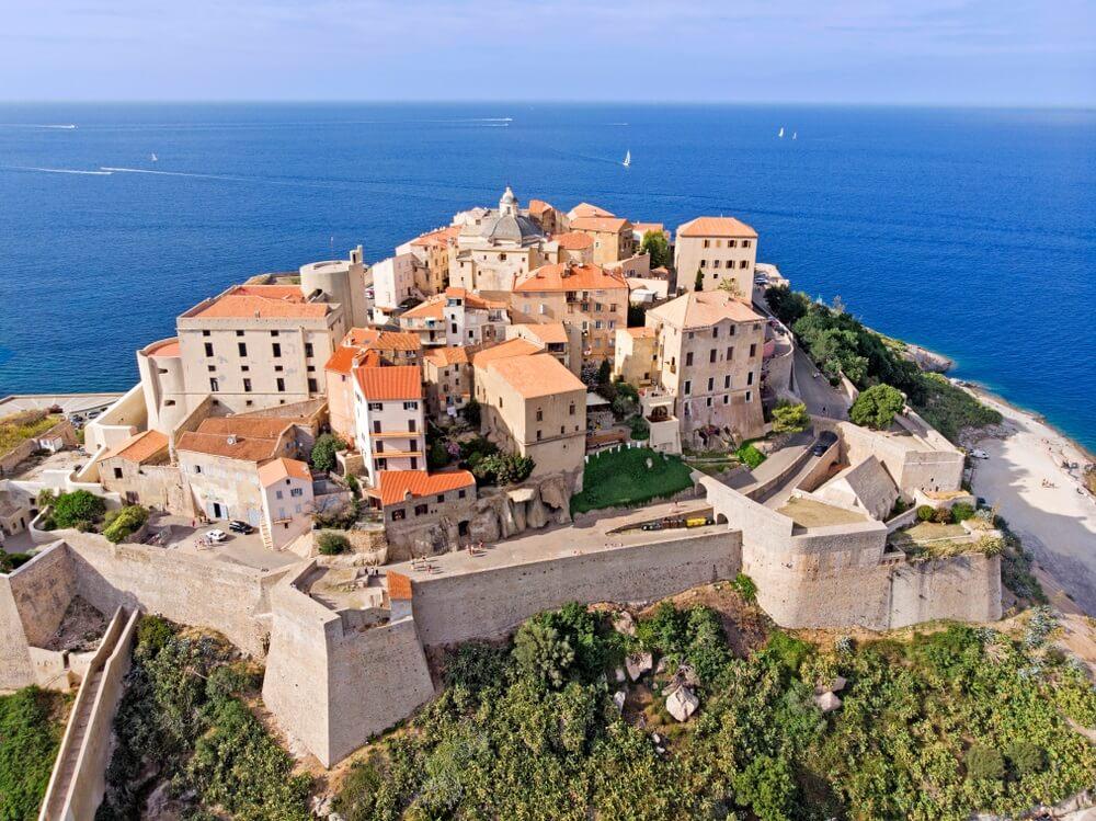 Luchtfoto van Calvi, Corsica, Frankrijk