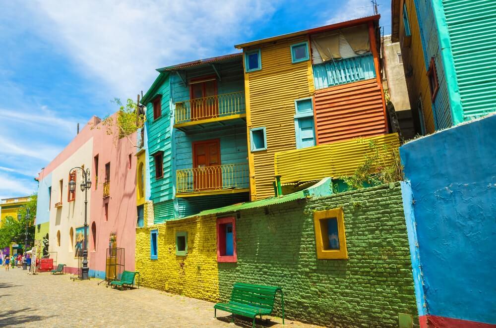 Straat Caminito in La Boca, Buenos Aires. Gekleurde huisjes.