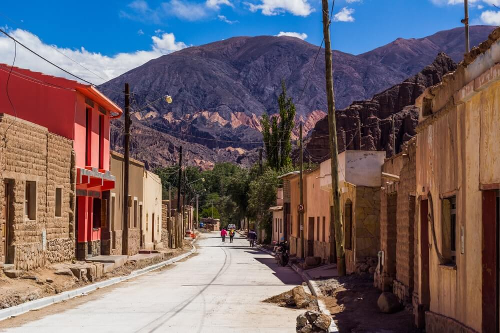 Rustig straatje in het centrum van Tilcara, Argentinië.