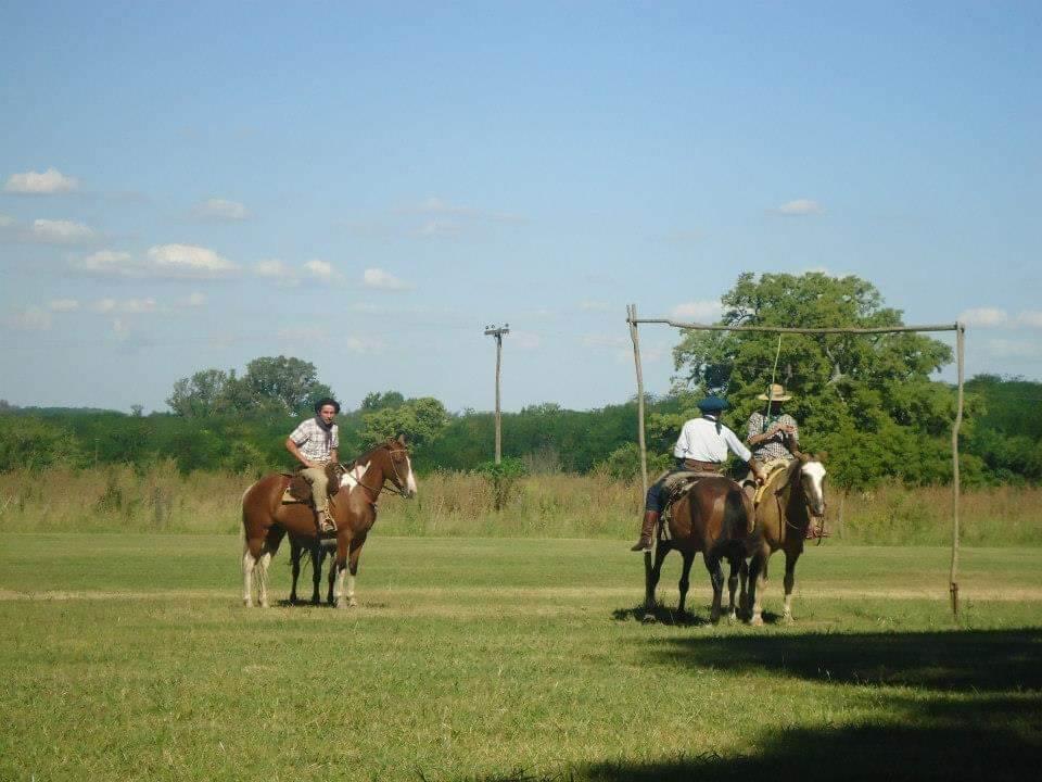 Gaucho's op hun paard bij Estancia la Portena, Buenos Aires.