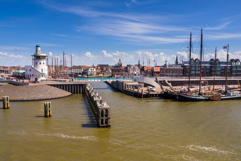 Haven van Harlingen. Het vertrekpunt voor de Nederlandse waddeneilanden.