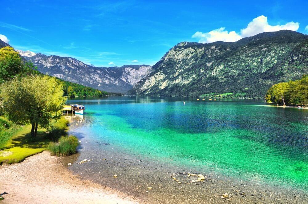 Prachtige Sloveense landschap Bohinj Lake, met turquoise water.Triglav Nationaal Park, Julische Alpen, Slovenië, Europa.