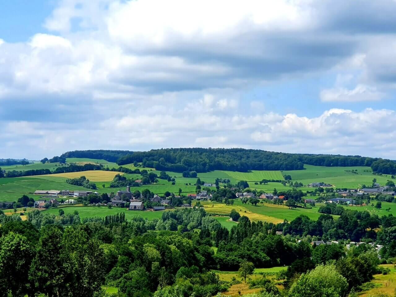 Uitzocht over een vallei nabij Epen, Zuid-Limburg.