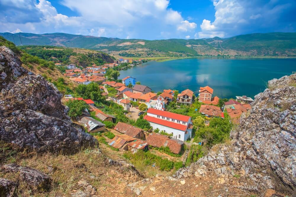Het dorp Lin, vlakbij het Ohrid-meer, Albanië.