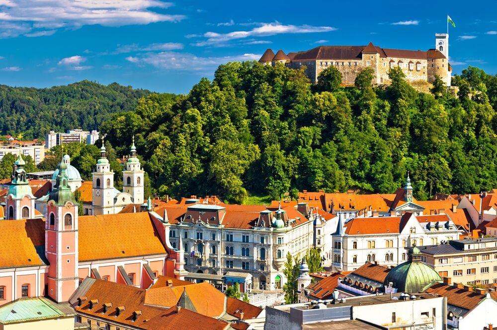 Stad Ljubljana panoramisch uitzicht, hoofdstad van Slovenië.