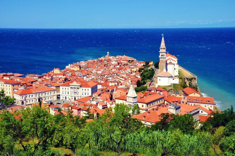 Piran stad in Slovenië. Bovenaanzicht vanaf de stadsmuren.
