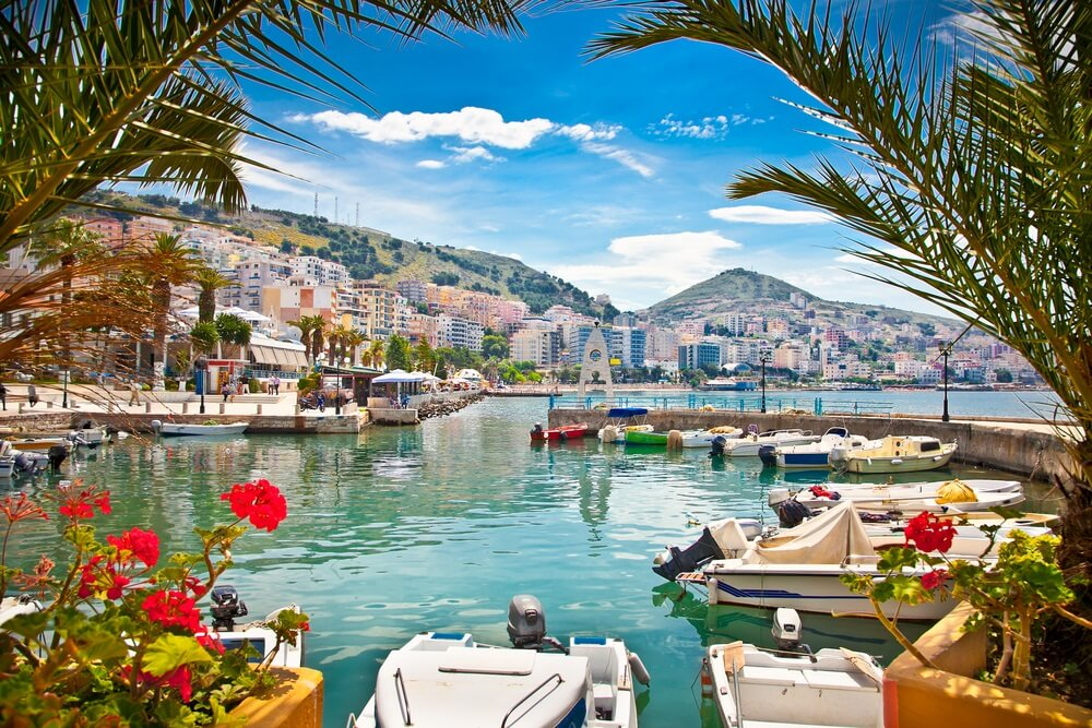 Saranda's stadshaven aan de Ionische Zee. Albanië.
