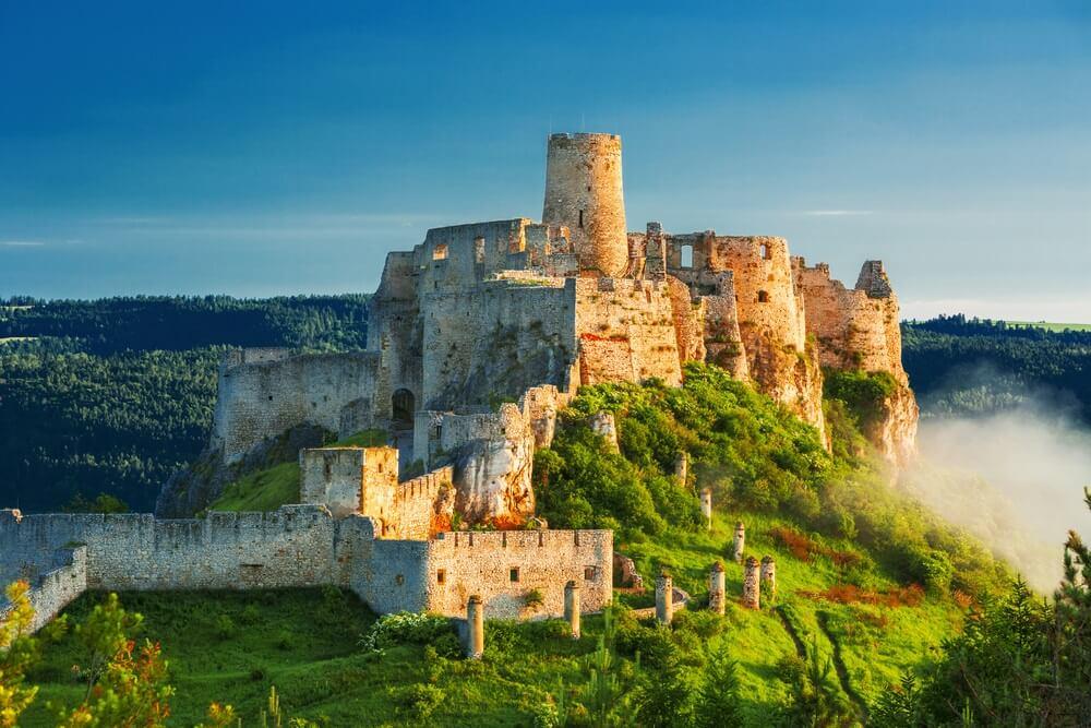 Mooi Spis-kasteel bij de zonsopgang, Unesco-erfenis, Slowakije.